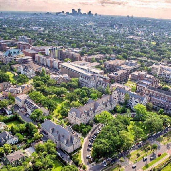 Le tournage de la série Scream Queens a commencé sur le campus de l'université de Tulane à la Nouvelle-Orléans :)