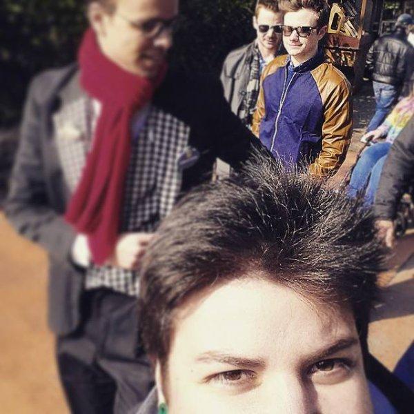 Comme à son habitude, Chris profite de son passage en France pour aller à Disneyland.:)