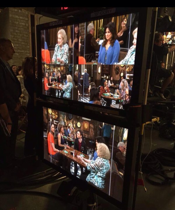 Chris sur le tournage de Hot In Cleveland :)