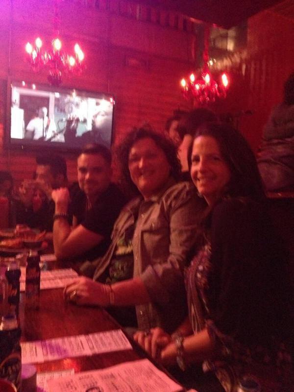Mark avec Dot et sa femme Bridgett ainsi que leur fille Savannah hier au Drag Queen Bingo :)