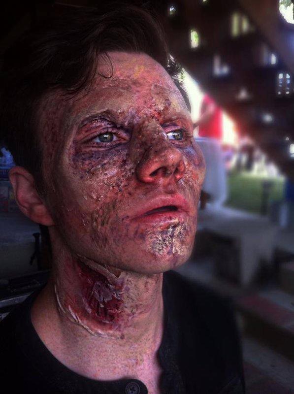 """Brian Dannelly a posté hier soir une photo de Chris en zombie pour la """"web série"""" Zombie Basement"""" :)"""