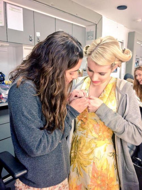 Lea et Emma Roberts sur le set de Scream Queens :)