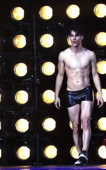 Le jeune acteur de 28 ans à fait ses début à Broadway dans la pièce Hedwig and the Angry Inch :)