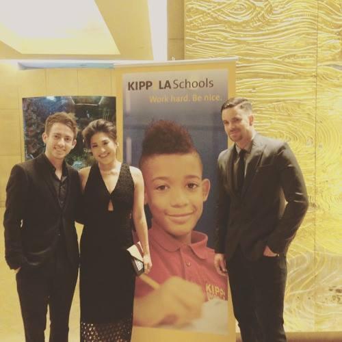 Kevin, Jenna et Mark étaient hier, les co-organisateurs de la soirée déguisée de KIPP LA , qui a permis de récolter des fonds pour soutenir la mission de KIPP LA Schools :)