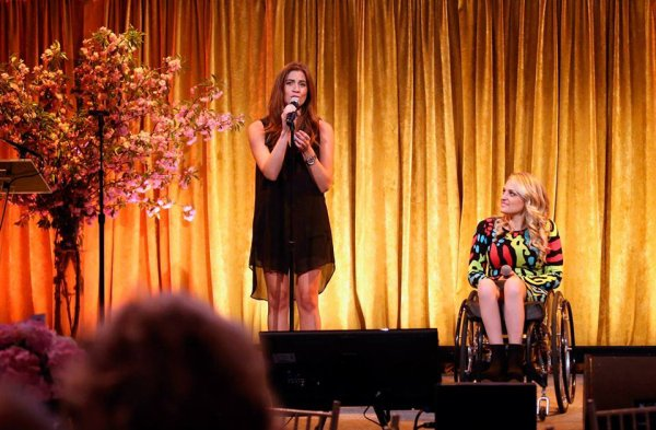 Laura et Ali Stroker étaient jeudi au 14th Annual Women Who Care Awards :)