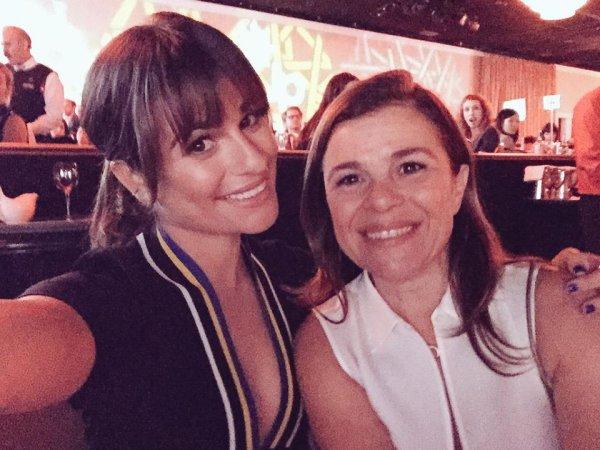Lea a dit que sa maman était mignonne et que tout le monde au Step Up 12th Annual Inspiration Awards pensait que c'était son amie et non sa mère lol :)