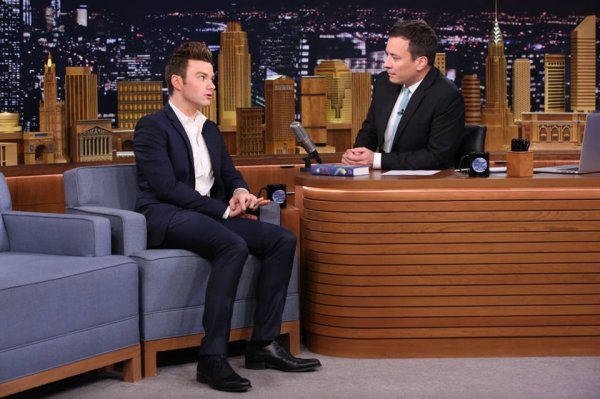 Chris sur le plateau de Jimmy Fallon hier soir (26/06/15)
