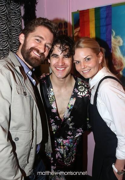 Matthew a été voir Darren Criss dans sa comédie musicale, ils spnt en compagnie de Jennifer Morrison dans les coulisses le 30 juin :)