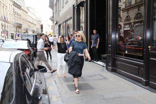 Dianna dans Paris hier :)