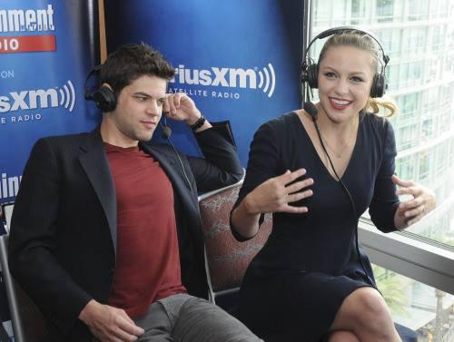 Melissa dans les studios de SiriusXM's Entertainment Weekly Radio Channel Broadcasts pour le Comic-Con 2015 samedi :)
