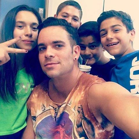 Mark avec des enfants à la gym :)