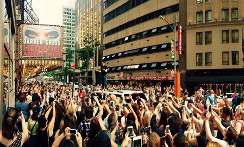 La dernière représentation de Darren à Broadway en tant qu'Hedwig était aujourd'hui ! Il a notamment fait un speech à la fin dans les rues de New York le 20 juillet :)