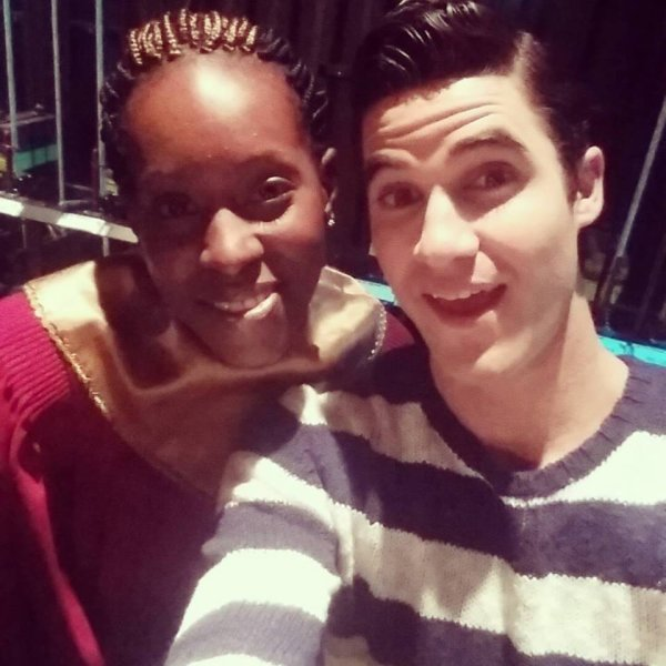 Darren avec Danielle dans les coulisses du dernier épisode de Glee.