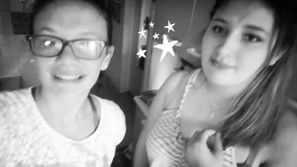 Moi av ma soeur ( jsui a droite)