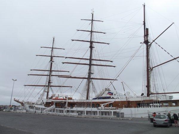 Port du Bloscon à Roscoff: Voilier Sea Cloud II