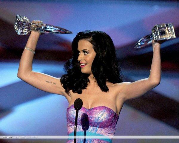 """People""""s Choice Awards: Taylor Swift, Selena Gomez, Katy Perry sexy"""