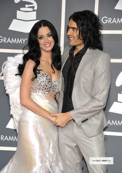 Grammy Awards 2011: Tapis Rouge (Avec Russell Brand)