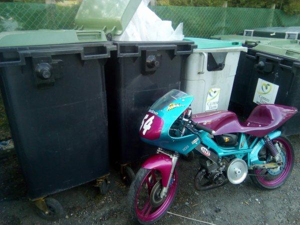 a la poubelle