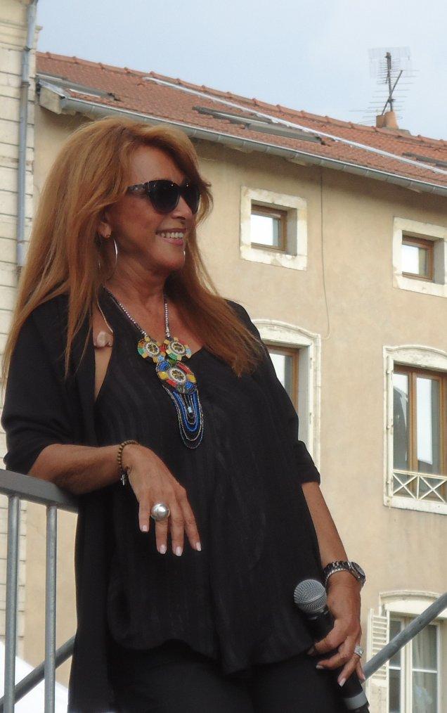 Rencontres  Julie Pietri aux Estivales de Pont-à-Mousson le 26 juillet 2014