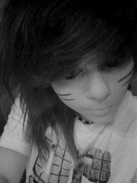 Je te montre des signe pour que tu voie que je vais bien mais dans moi c'est tout le contraire je suis dans un troue noir ♥