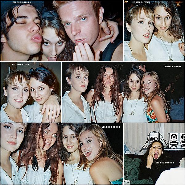 Nouveaux clichés deTroianqui viennent de sortir lorsqu'elle était plus jeune avec ses amies Voici également 3nouvelles photos deTroian.Blorsqu'elle etait a l'accapella 2013 avec sa meilleure amie !