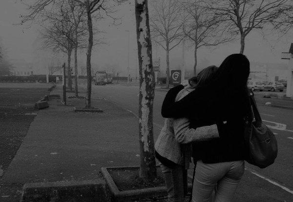 Je suis tombé amoureux comme on attrape une maladie. Sans le vouloir, sans y croire, contre mon gré et sans pouvoir m'ne défendre, et puis... Et puis je l'ai perdue. De la même manière.