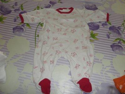 ARTICLE N°302 - Pyjama rouge et blanc (3 mois)