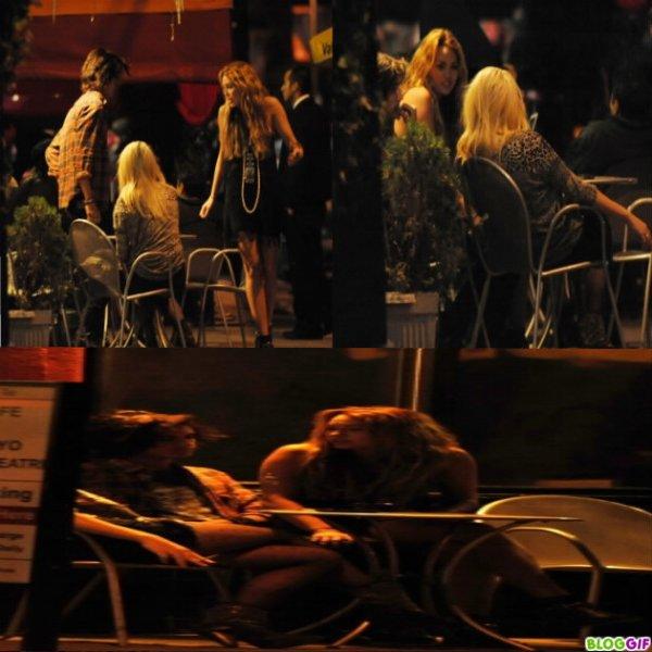 . Miley  A Diné a Los Féliz avec Avan Jogia  &é Un Ami. :D
