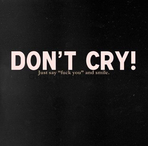 """Être fort se n'est pas soulever je ne c'est combien de kilos  d'altérer ,sa avec de l'entrainement tous le monde peux le faire ! Être fort c'est pleurer tous les soirs dans son lit , se haïr a vouloir en mourir et se lever le lendemain , se maquiller et sourire , écouter les problèmes des gens et """"rire"""" avec eux ! C'est être """"heureux"""" en façade !  Être fort c'est sa !  Être fort c'est porter des kilos de malheur et de souffrance ,et sourire malgré tous !  Et a cette entraînement très peux de personne survive !"""