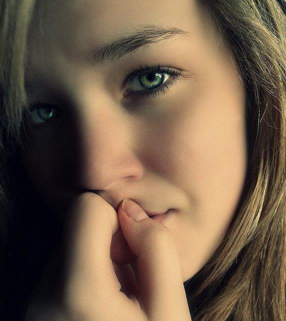 ما أصعب أن تحبس دموعك  ڪي لا يلاحظها الأخرين  ولڪن الأصعب أن تبڪي أمامهم  ولا يلاحظ دموعك أحد.