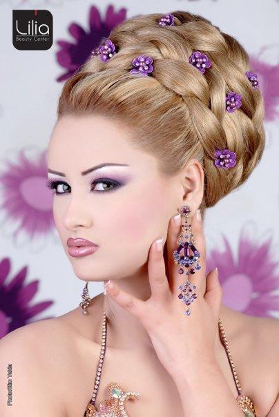 المـــــــــــــــــــــــرأة . . . . . . . . . تفضل أن تكون جميلة أكثر من أن تكون ذكية . . . . . . . . . . لأنها تعلم أن الرجل يرى بعينيه أكثر مما يفكر بعقله  لو موافق اضغط جام