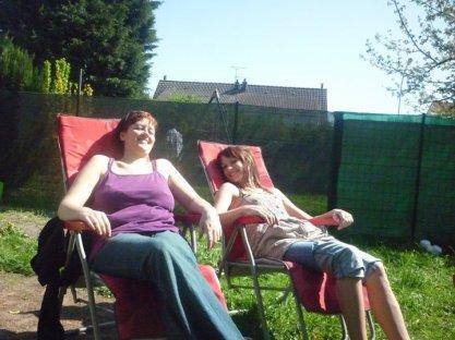 ma soeurette et moi en mode bronzette