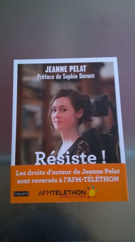 """Livre de Jeanne Pelat """" Résiste """""""