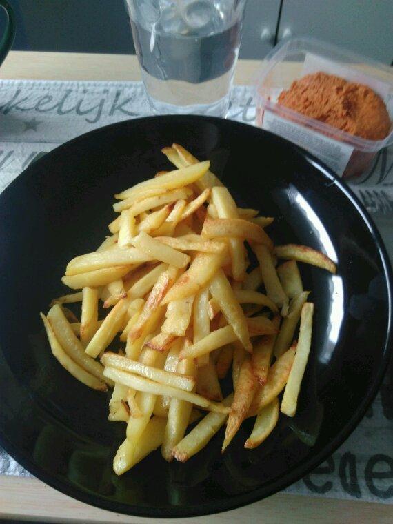 Frites et filet américain