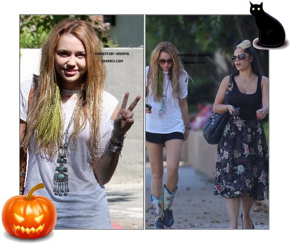 . 10.10.2010. Miley rendant visite à une amie à Toluka Lake. J'aime beaucoup sa tenue, toujours souriante, ça me plait. Sauf ce collier, ça m'énerve de le voir tout le temps !Ton avis ? .