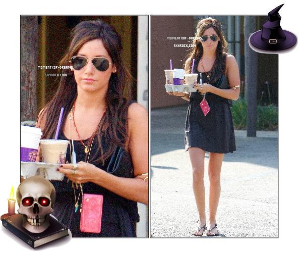 12.10.2010. Ashley a été vu à L.A. allant chez Coffee Bean & Tea. J'adore sa tenue :)  Ton avis ?