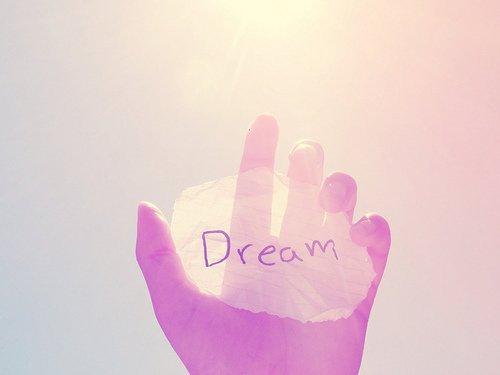 « Si tu as un rêve, tu dois le protéger. Tu verras que les gens incapables d'y arriver feront tout pour te décourager. Si tu veux vraiment quelque chose, t'as qu'à te battre, point-barre. »