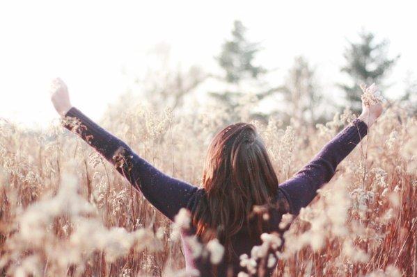 """J'ai pardonnée des erreurs presque impardonnables, J'ai essayé de remplacer des personnes irremplaçables et oublier des personnes inoubliables. J'ai agi par impulsion, j'ai été déçu par des Gens que j'en croyais incapables, mais j'ai déçu des Gens aussi. J'ai tenu quelqu'un dans mes bras pour le protéger, j'ai ri quand il ne fallait pas, je me suis fait des amis éternels. J'ai aimé et l'ai été en retour, j'ai été aimé et je n'ai pas su aimer. J'ai vécu d'amour et fait des promesses éternelles mais je me suis brisé le c½ur, tant de fois. J'ai pleuré en écoutant de la musique 0u en regardant des photos, j'ai téléphonée juste pour entendre une voix, je suis déjà t0mbée amoureuse d'un sourire. J'ai eu peur de perdre des gens uniques (...) Mais j'ai survecue, et je vis encore. Et la vie, je ne m'en lasse pas. Et toi non plus tu ne devrais pas t'en passer, vis. Ce qui est vraiment bon, c'est de se battre avec persuasion, embrasser la vie et vivre avec passion, perdre avec classe et vaincre en osant. Parce que le monde appartient à Celui qui ose et la vie c'est beaucoup trop pour être insignifiante"""". »"""