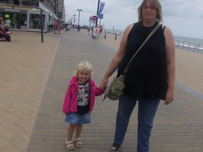 moi et ma petite derniere a la mer cet ete