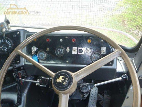 1974 Mack F/R 700