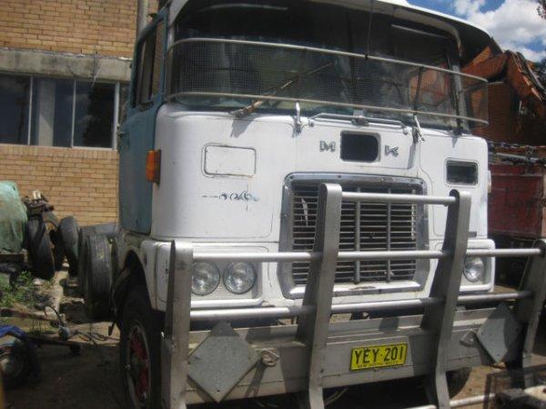 Mack FR-700 truck