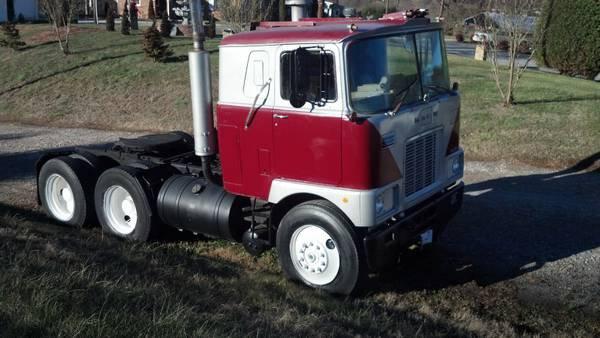 1976 Mack Truck F700 - $8000