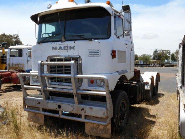 Mack FR 797 E9 V8 Prime Mover.