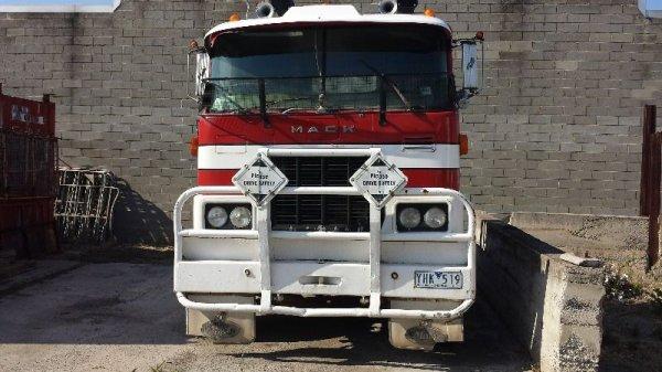 Mack FR 700 prime mover