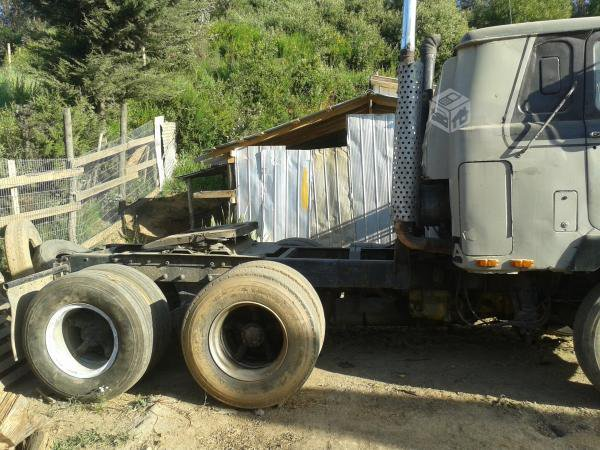 Mack F 700 for sale in Chile.