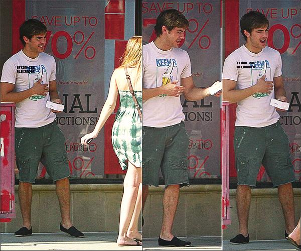 Le 05 Juillet  :  Zac a fait une séance de Shopping , accompagné de ses Amis dont Rumer Willis Sa tenue c'est pas vraiment un top pour moi , mais il n'est pas une fille donc il n'a pas le choix x) , Sinon cava.