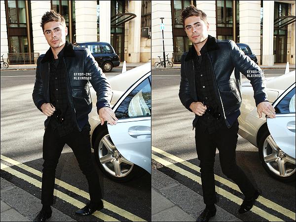 30/11/2011 : Zac Efron commence sa promo , il a été vu quittant les studios de BBC Radio One studios à Londres.  30/11/2011 : Zac Efron a été vu retournant a son Hotel après avoir quitté la Radio à Londres , En Angleterre. Top ?