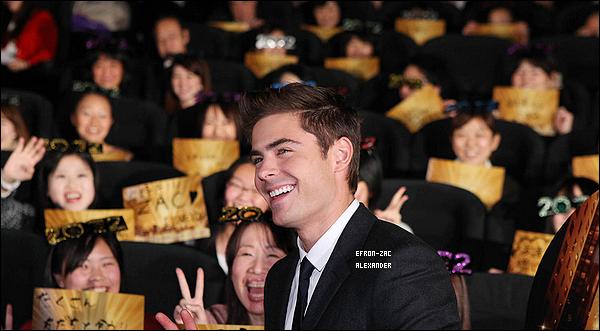 13/12/2011 : Comme prévus , Zac Efron était à la premiere de son film New Year Eve au Japon . Top !  Apparemment les peaces c'est la spécialité des Japonais :p très belles les photos ! et zac a un beau sourire !! toujours aussi généreux.