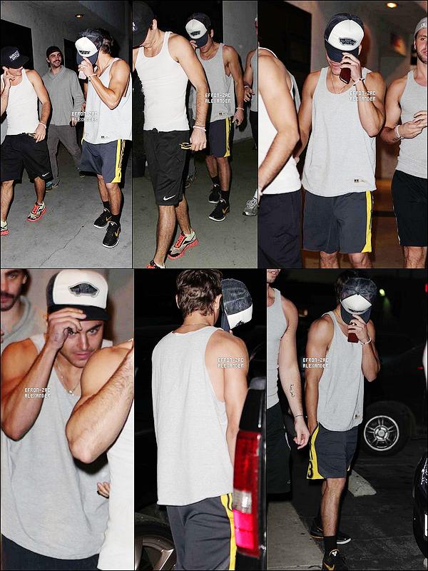 06/01/2012 : Zac Efron accopagné de ses amis ont été vu quittant le Studio City Cafe  à Studio City