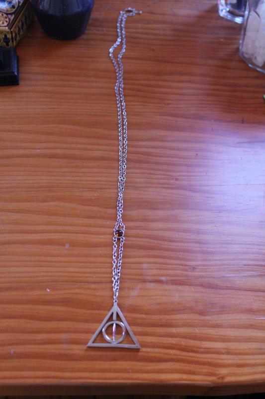 Mon collier des Reliques de la mort !!! :D